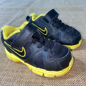 Toddler Nike sneakers size 5 in black/yellow